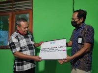 PLN Bantu Sambung Listrik Madrasah Sudimoro Tulung