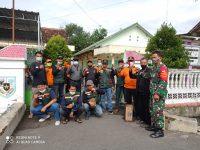 Sanek Dan PMI Lakukan Penyemprotan Disinfektan di Desa Kujon Ceper