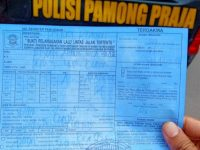Truk Sampah DPU dan Mobil Patroli Satpol PP Ditilang Polisi