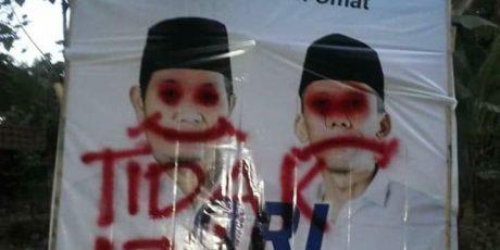 Baliho One- Fajri Dicoret-coret, One: Hindari Benturan, Kita Sikapi Dengan Kepala Dingin