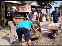 Prihatin Kondisi Jalan, One Gerakan Tim Perbaiki Jalan Prambanan- Manisrenggo