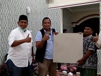 Peduli Warga, One Krisnata dan Bam Je Serahkan Bantuan Pembangunan Masjid di Gamolan Timur